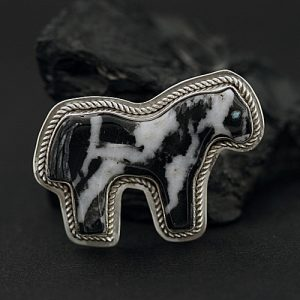 Horse pendant by Marvin Pinto Zuni fetish