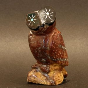 Zuni Owl fetish carving by Enrike Leekya