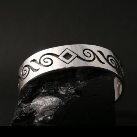 Child size bracelet by Anthony Honahny, Hopi