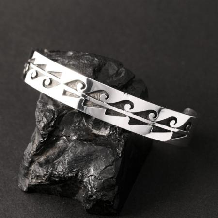 Hopi bracelet by Anthony Honahnie