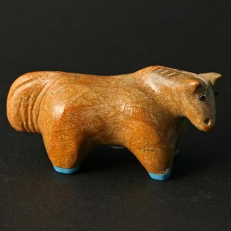 Zuni Horse fetish carving By Hayes Leekya